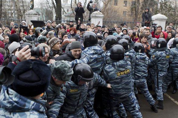 5317-02-tabakov_bolotnaya_case_court_protest_omon_6219